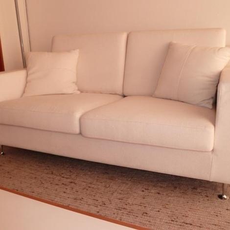 Divano tessuto bianco idee per il design della casa for Divani a basso prezzo