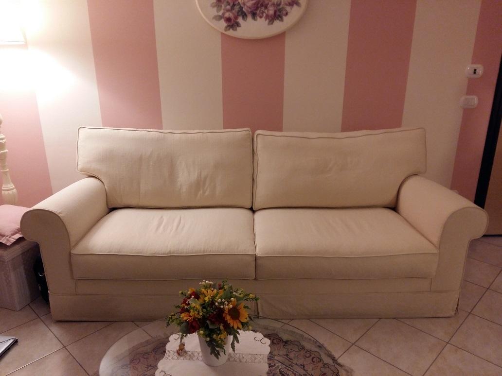 Divani in tessuto doimo scontati del 75 divani a prezzi for Divani tessuto