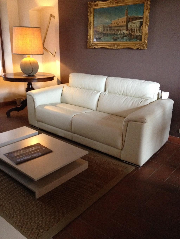 divano in vera pelle scontato divani a prezzi scontati