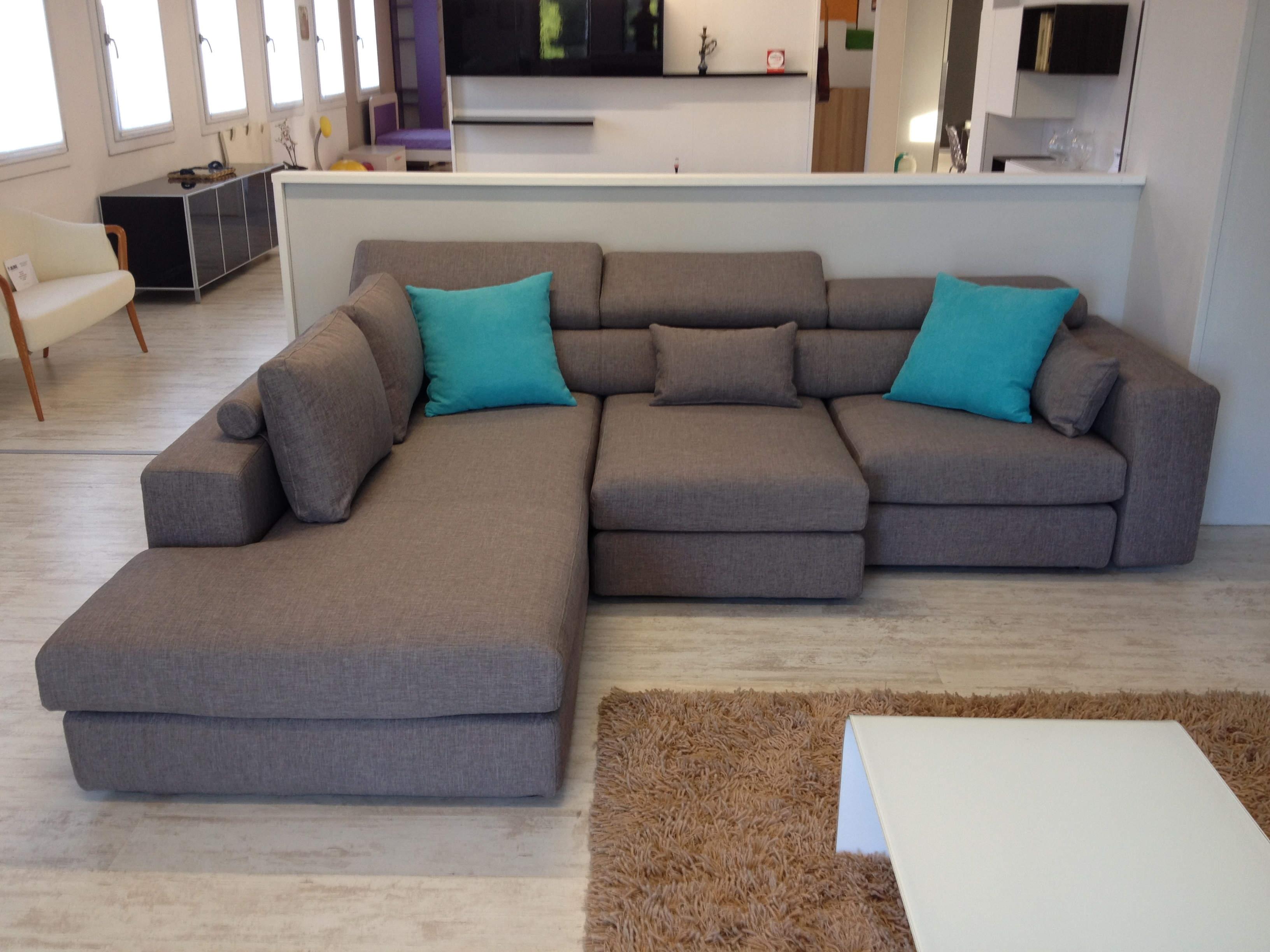 Divano lecomfort 3 posti con chaise longue tessuto 23 for Le comfort divani
