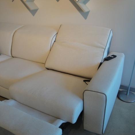 Divano angolare modello drive in divani a prezzi scontati for Divano angolare tessuto prezzi