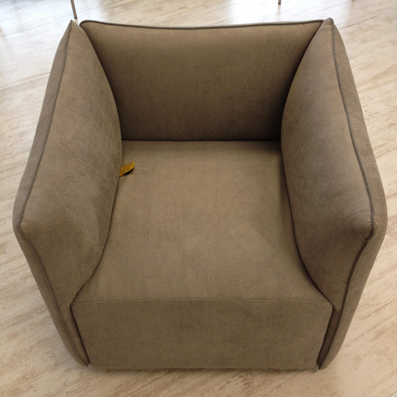 Poltroncina in tessuto kubik le comfort 30 divani a for Le comfort divani