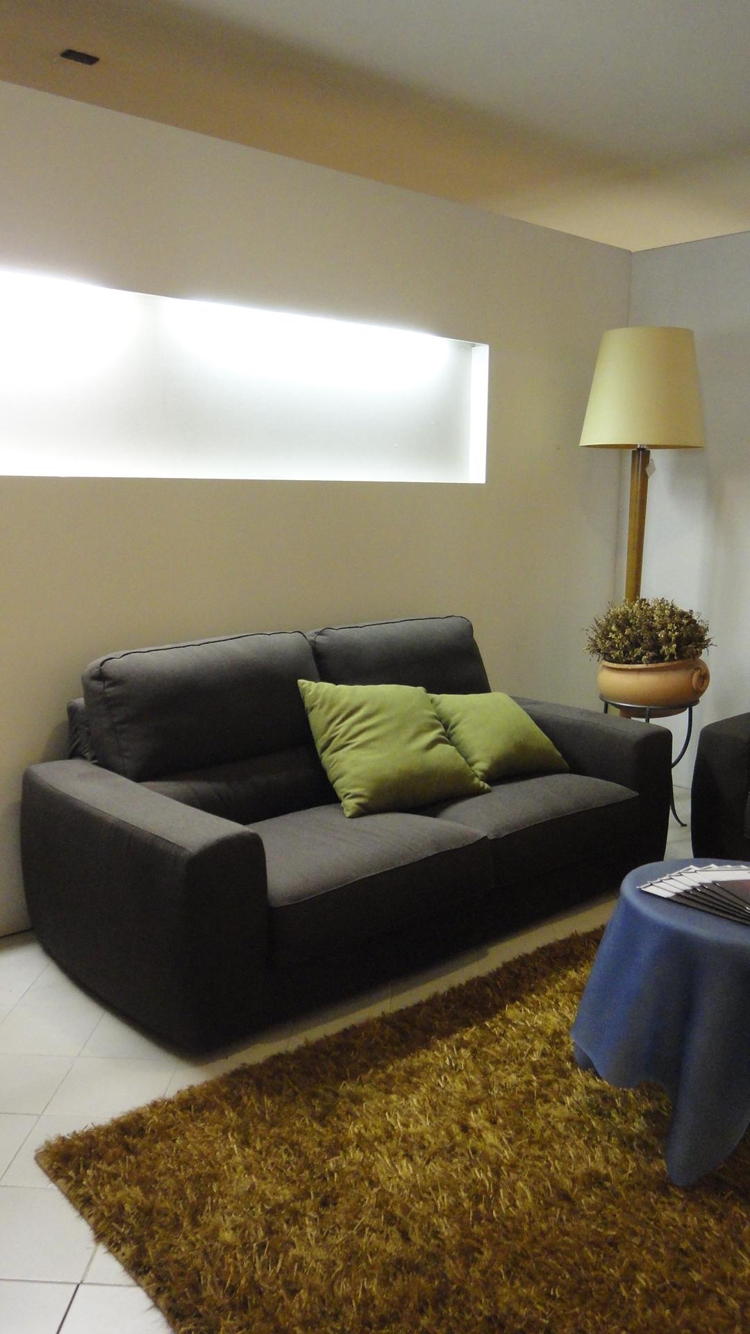 Divano lecomfort tommy divani lineari tessuto divano 4 for Divano 2 posti divani e divani