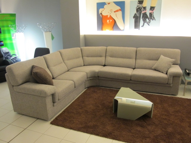 Divano leconfort city sottocosto divani a prezzi scontati for Divano enorme