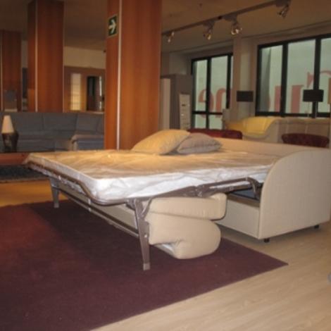 Divano letto brando in tessuto scontatissimo divani a for Costo divano letto