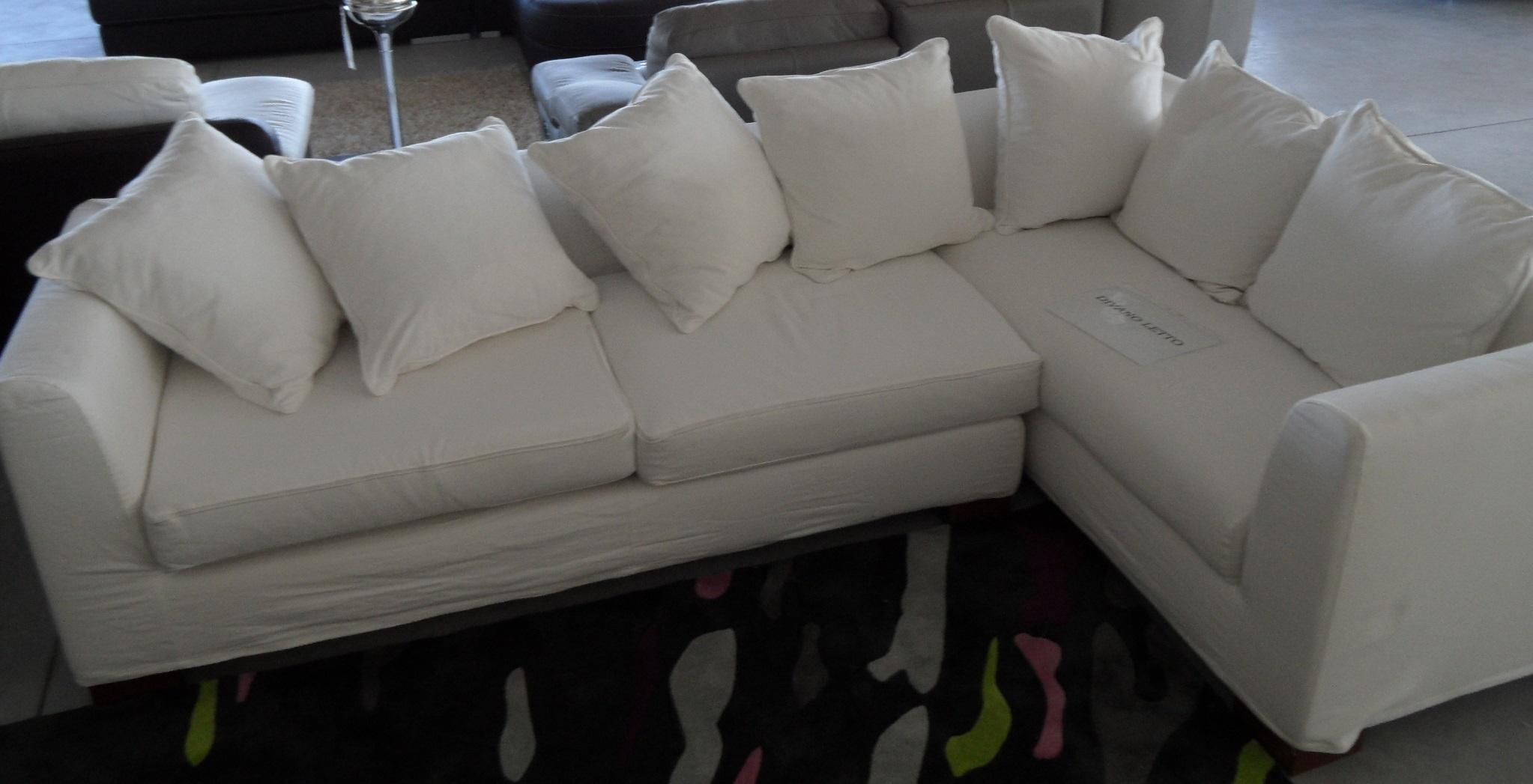 Divano letto angolare scontato del 50 divani a prezzi - Divani letto con chaise longue ...