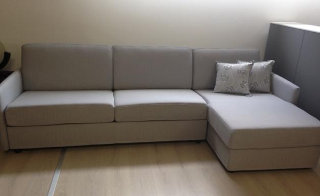 Divano letto con penisola scontato del 50 divani a prezzi scontati - Divano con penisola ...