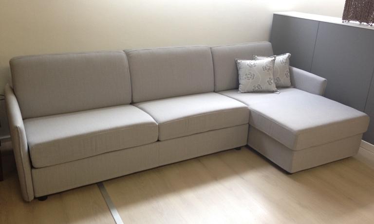 Divano letto con penisola scontato del 50 divani a - Divano letto con penisola prezzi ...