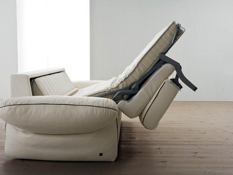 Divano letto in piuma con braccilo regolabile design made in italy