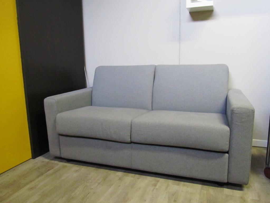 Divani vendita milano divano chester usato milano salotti - Cerco divano letto ...