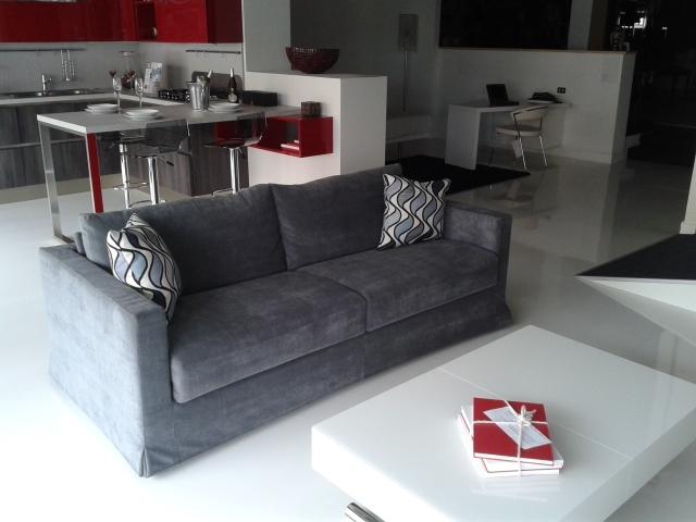Divani letto rossi idee per il design della casa for Divani lunghi
