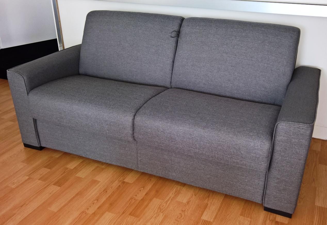 Divano letto azzurro idee per il design della casa - Prodotti per pulire il divano in tessuto ...