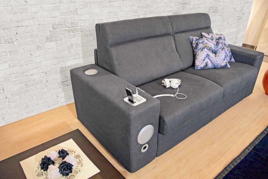 Divano letto rock con impianto audio divani a prezzi for Rima arredamenti outlet
