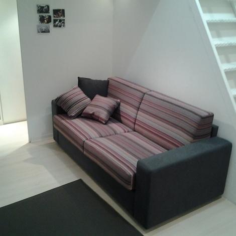 Divano letto scontatissimo divani a prezzi scontati - Divano letto 100 euro ...