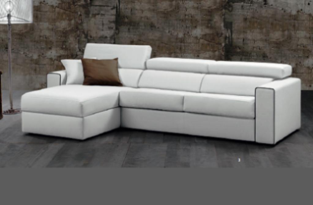 Divano divano letto strauss scontato del 50 divani a for Divani in similpelle