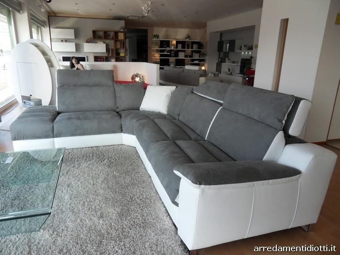 Divano m sofa in prezzo affare divani a prezzi scontati for Divano prezzo