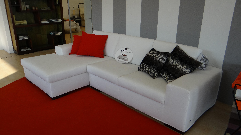 Divano tessuto bianco idee per il design della casa for Divano letto tessuto