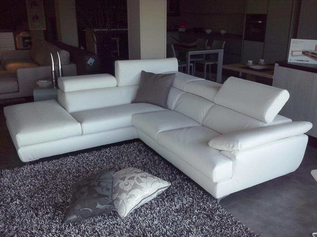 Divano exc modello porzio scontato del 50 divani a for Divani angolari in pelle