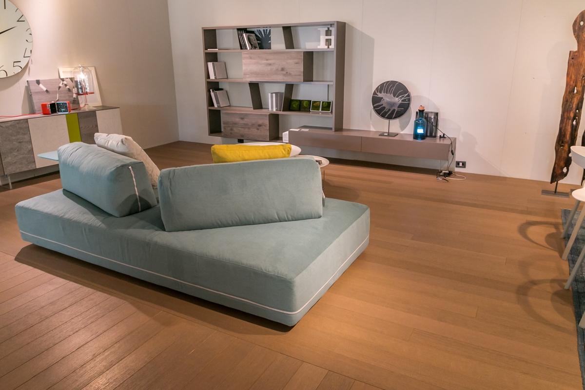 Divano modello sanders ditr italia scontato divani a for Divano prezzo