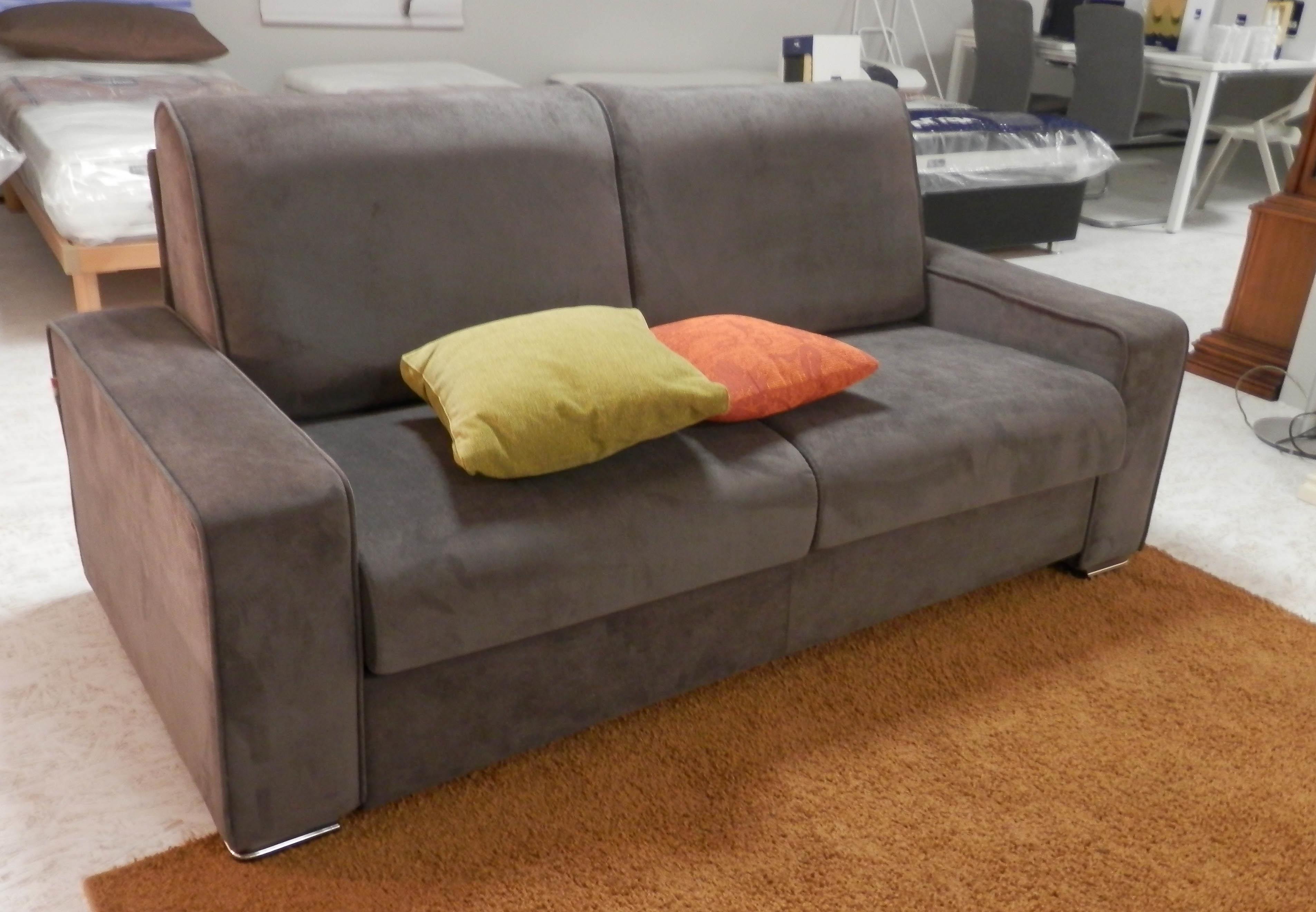 Divano letto papeete il benessere sotto costo divani a - Rivestimento divano costo ...
