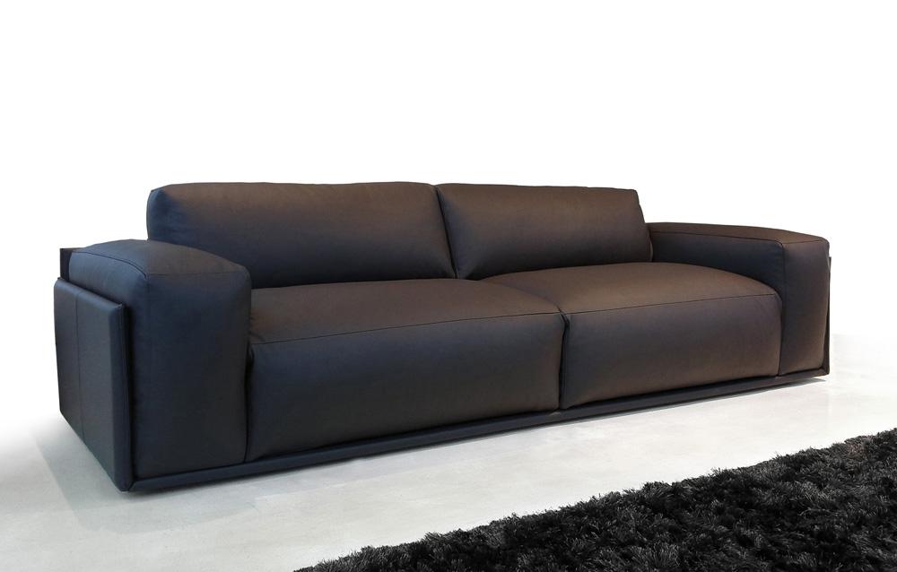 divano vintage in morbida pelle liscia marrone - Divani a ...