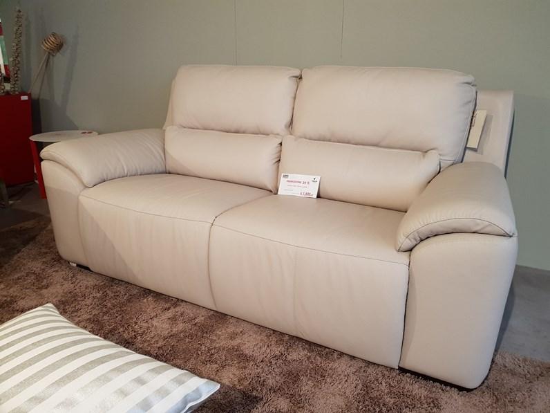 Come pulire un divano non sfoderabile finest come pulire la pelle with come pulire un divano - Pulire divano tessuto ...