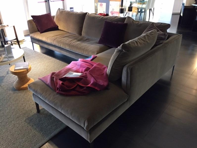 Divano paul in tessuto scontato del 31 divani a prezzi for Icona arredamenti