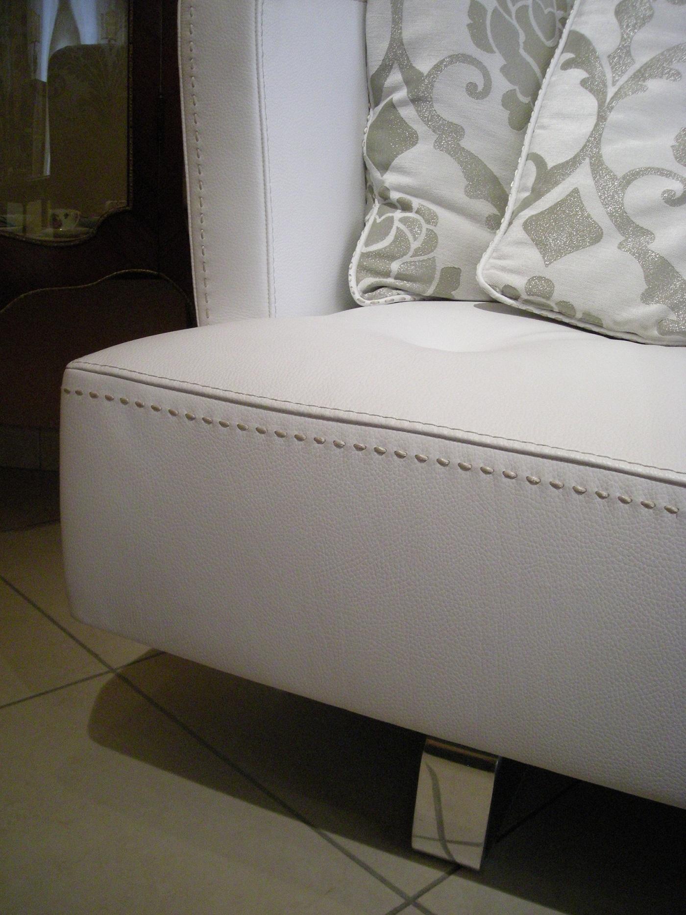 Divano formenti in pelle bianca sconto 60 divani a for Divano 60 cm