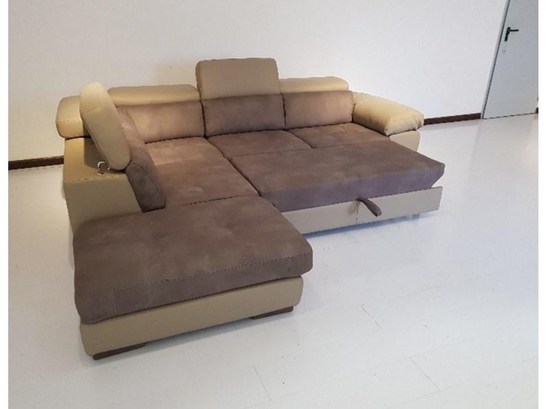 Divano pelle e microfibra con letto e pouf contenitore - Posizioni sul divano ...
