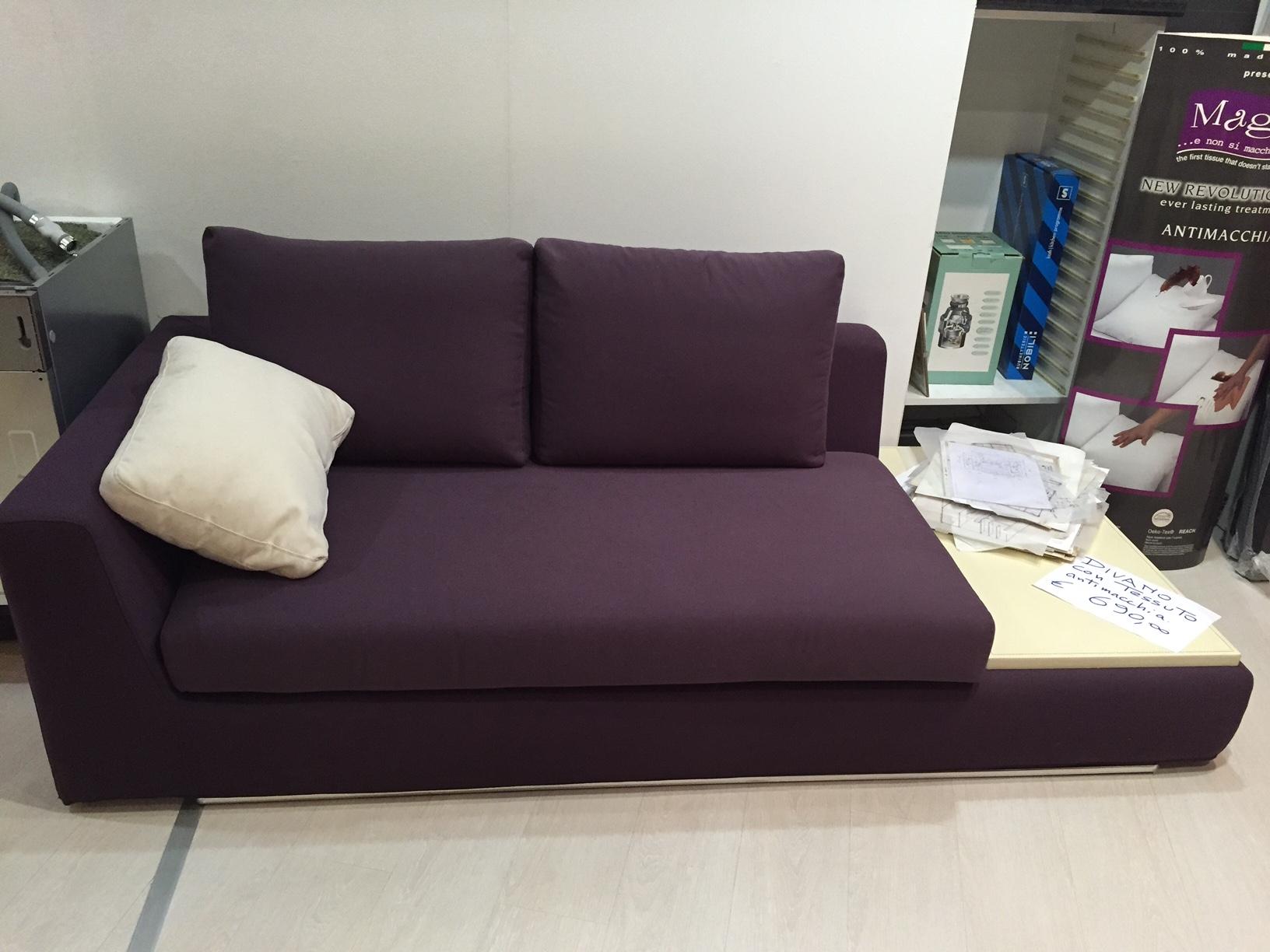 Divano pibiemme due posti con tavolino tessuto divani a for Outlet arredamento divani
