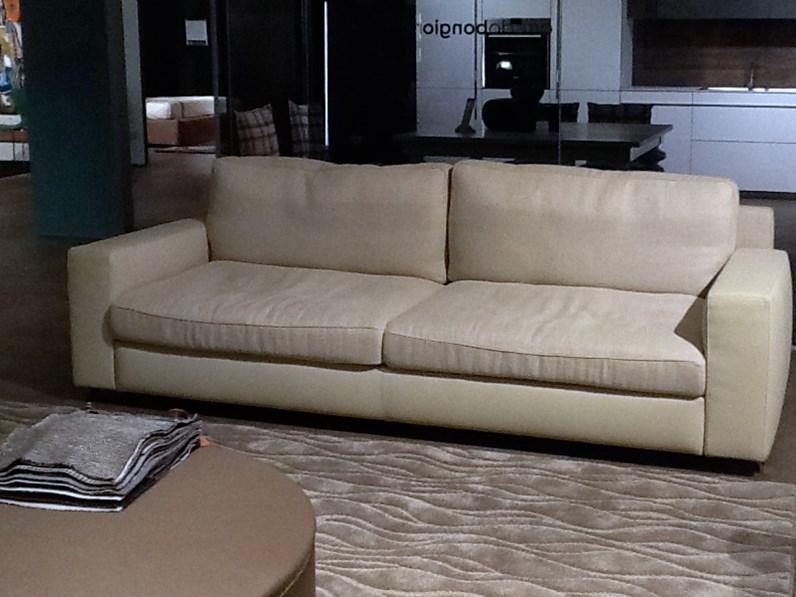 Poltrona frau divano divano massimosistema scontato del 30 for Outlet del divano