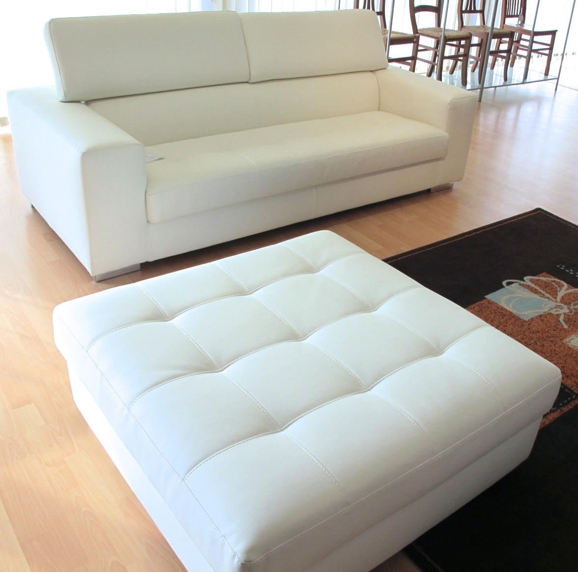 Divano tre posti con pouf grande in ecopelle bianco - Pouf per divano ...