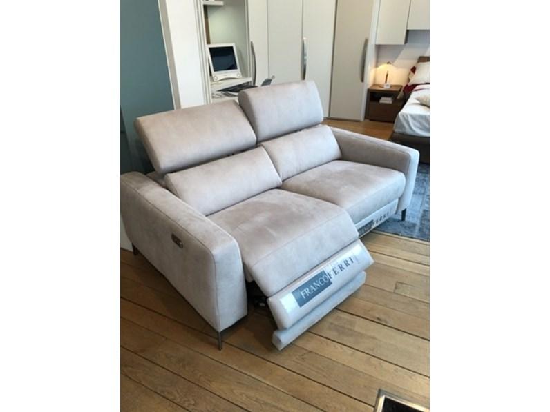 Divano relax in tessuto non sfoderabile SORESSI di Max divani