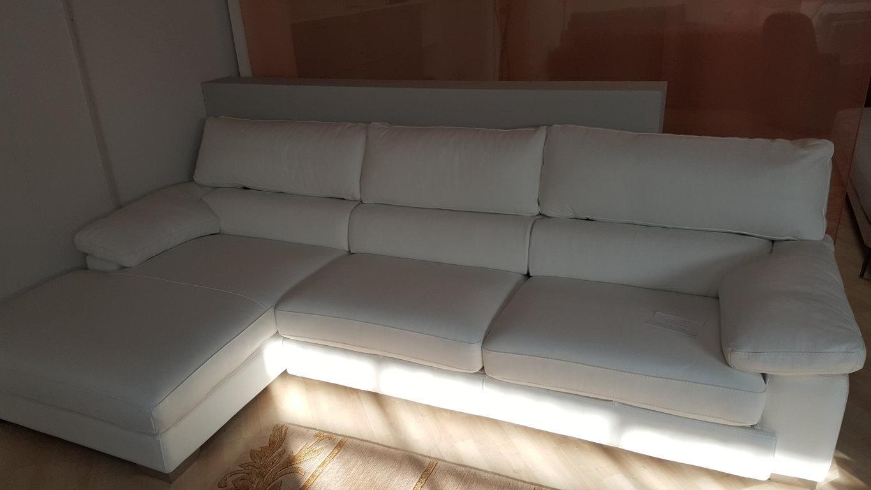 Cerco divani in offerta divani moderni bologna divano for Divani velluto moderno