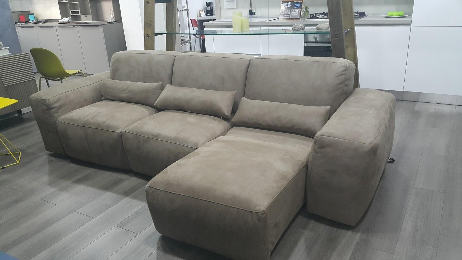 Divano rigo salotti mirab divani con chaise longue for Divani salotti
