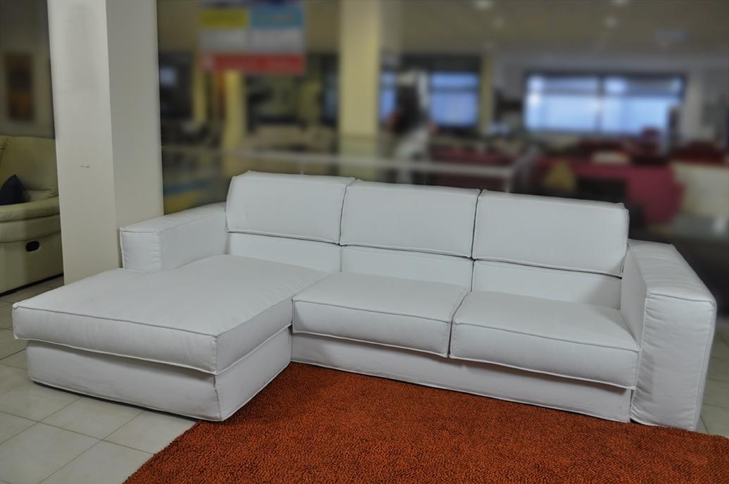 divano samoa angolare con penisola in tessuto bianco