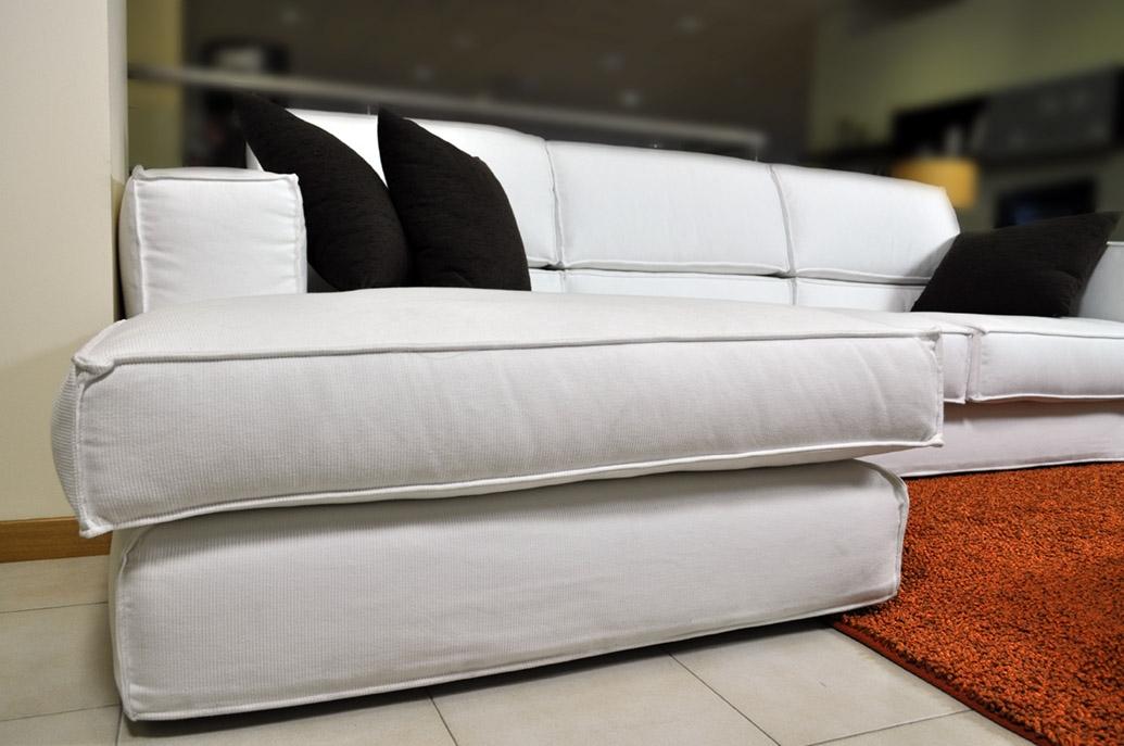 Divano samoa angolare con penisola in tessuto bianco for Divani a basso prezzo