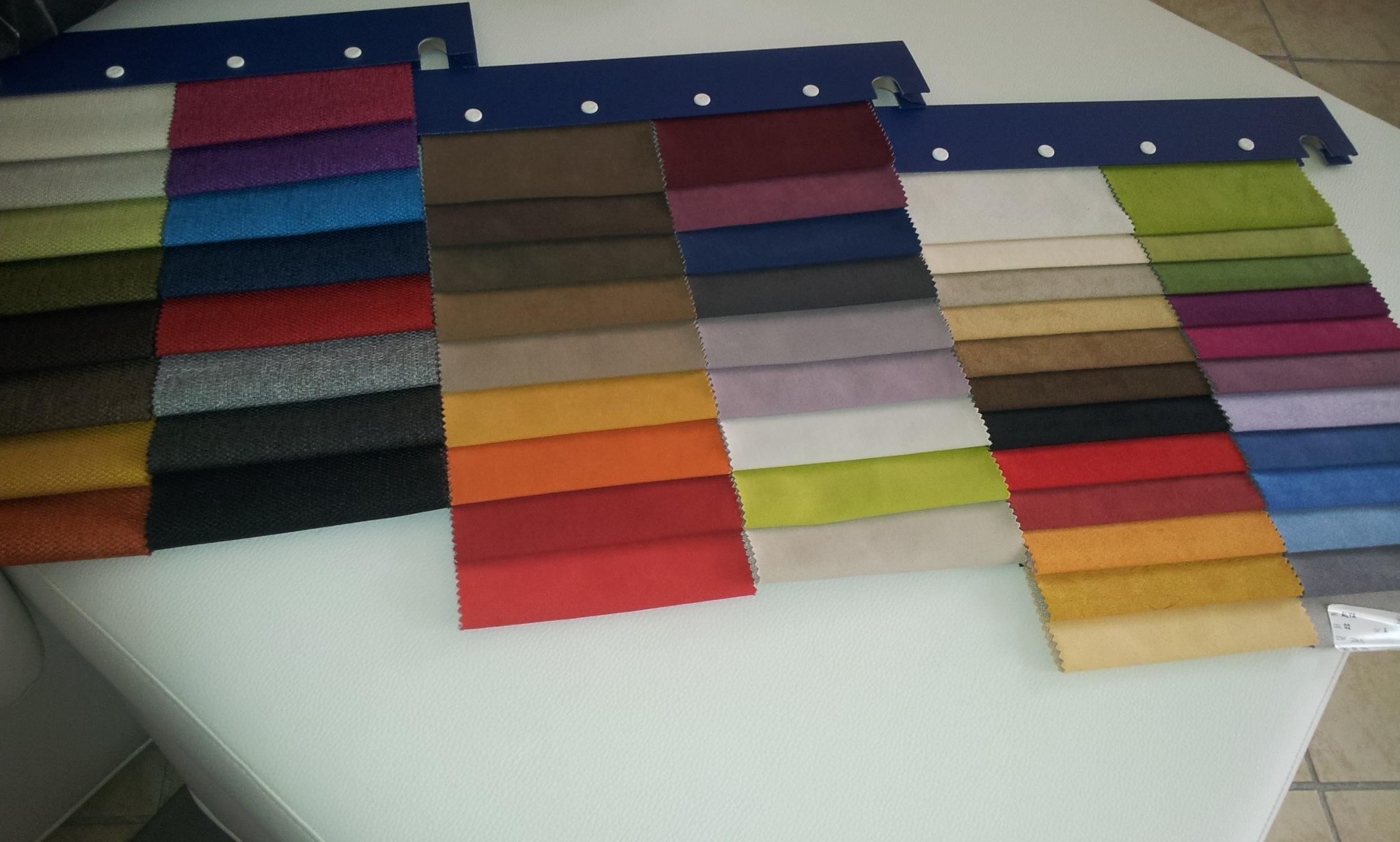Divano classico samoa in tessuto sfoderabile divani a for Colori divani