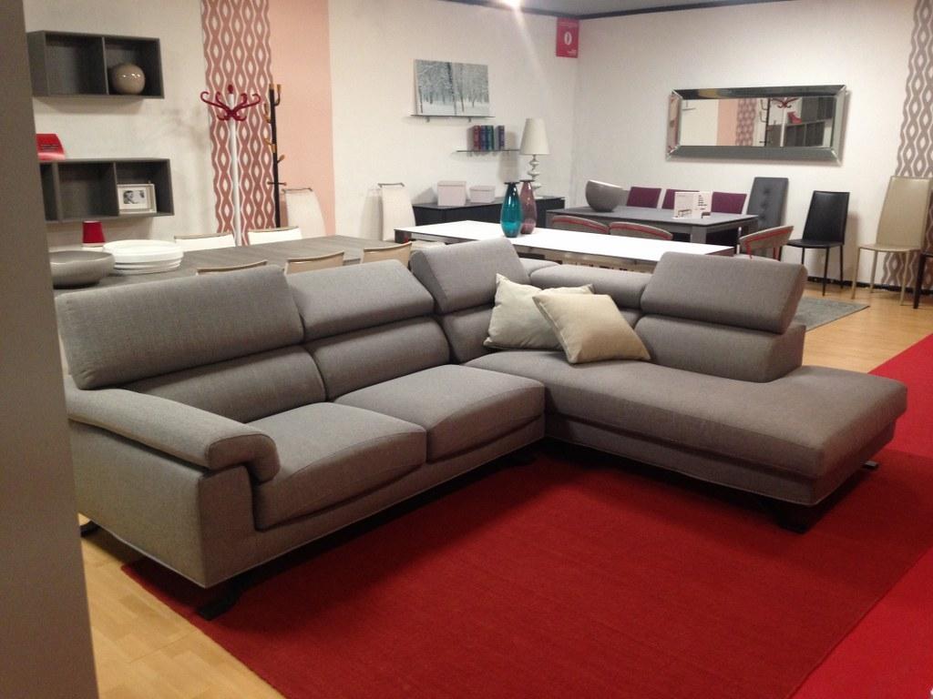 Divano samoa shine tessuto divani a prezzi scontati for Divani con gambe