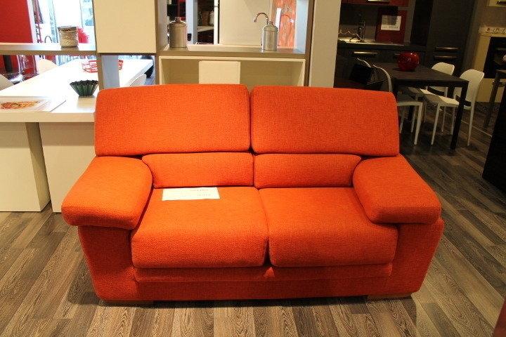 Alberta salotti divano arancio scontato del 59 divani for Divano x cucina