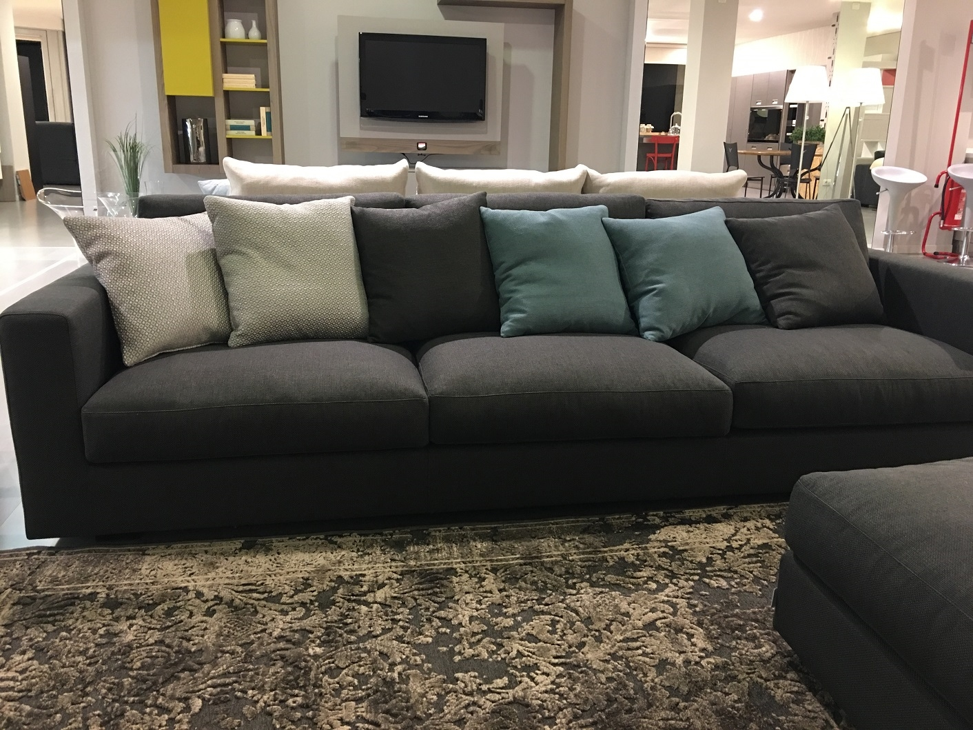 Divano swan harvard divani lineari tessuto divano 4 posti for Divano 4 posti
