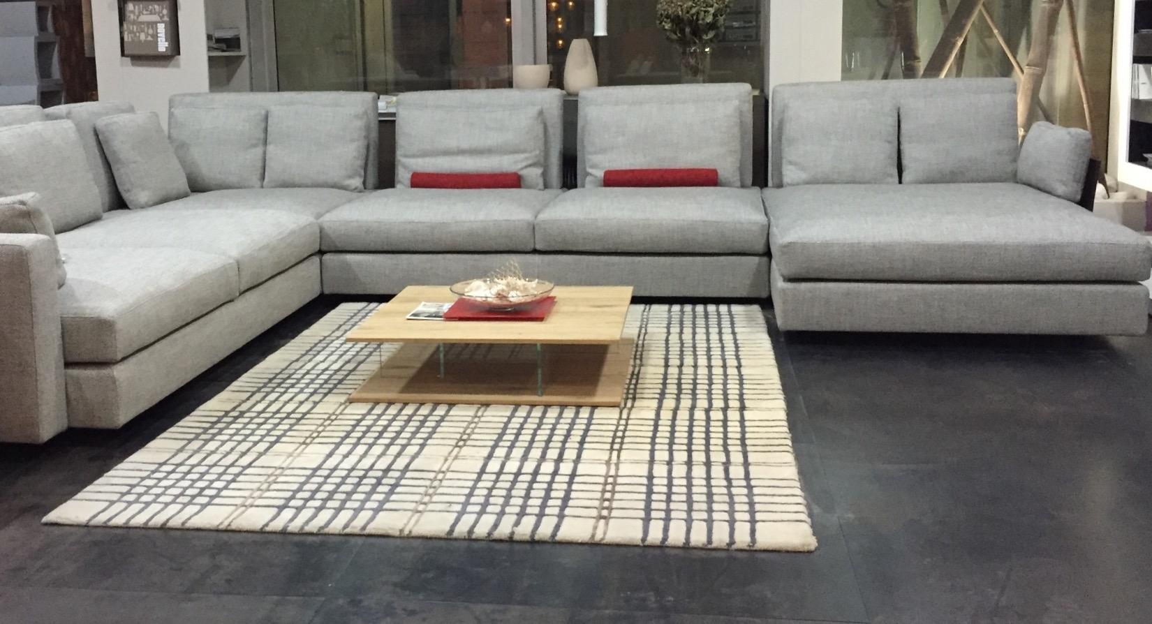 Divano swan hemingway divani lineari tessuto divano 4 for Divano 4 posti