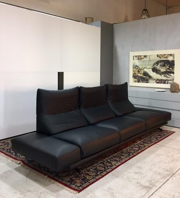 Divano vibieffe altopiano 328 pelle divani lineari pelle for Lunghezza divano tre posti