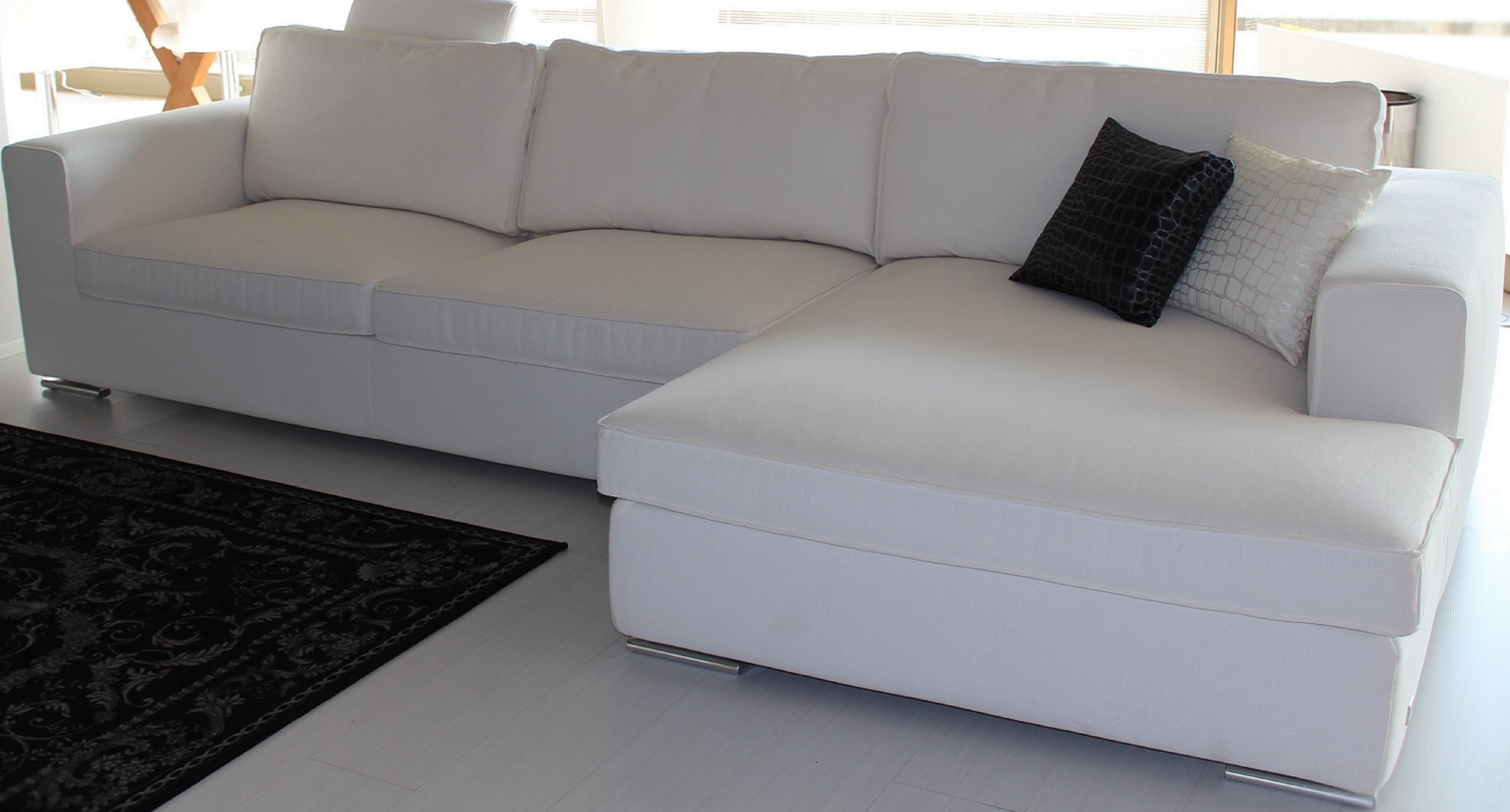 Divani tessuto antimacchia idee per il design della casa for Divani salotti
