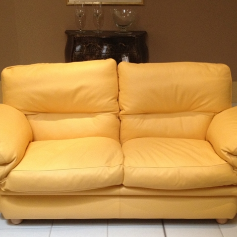 Frau divano modello poppy due posti meta 39 prezzo divani for Divano frau outlet