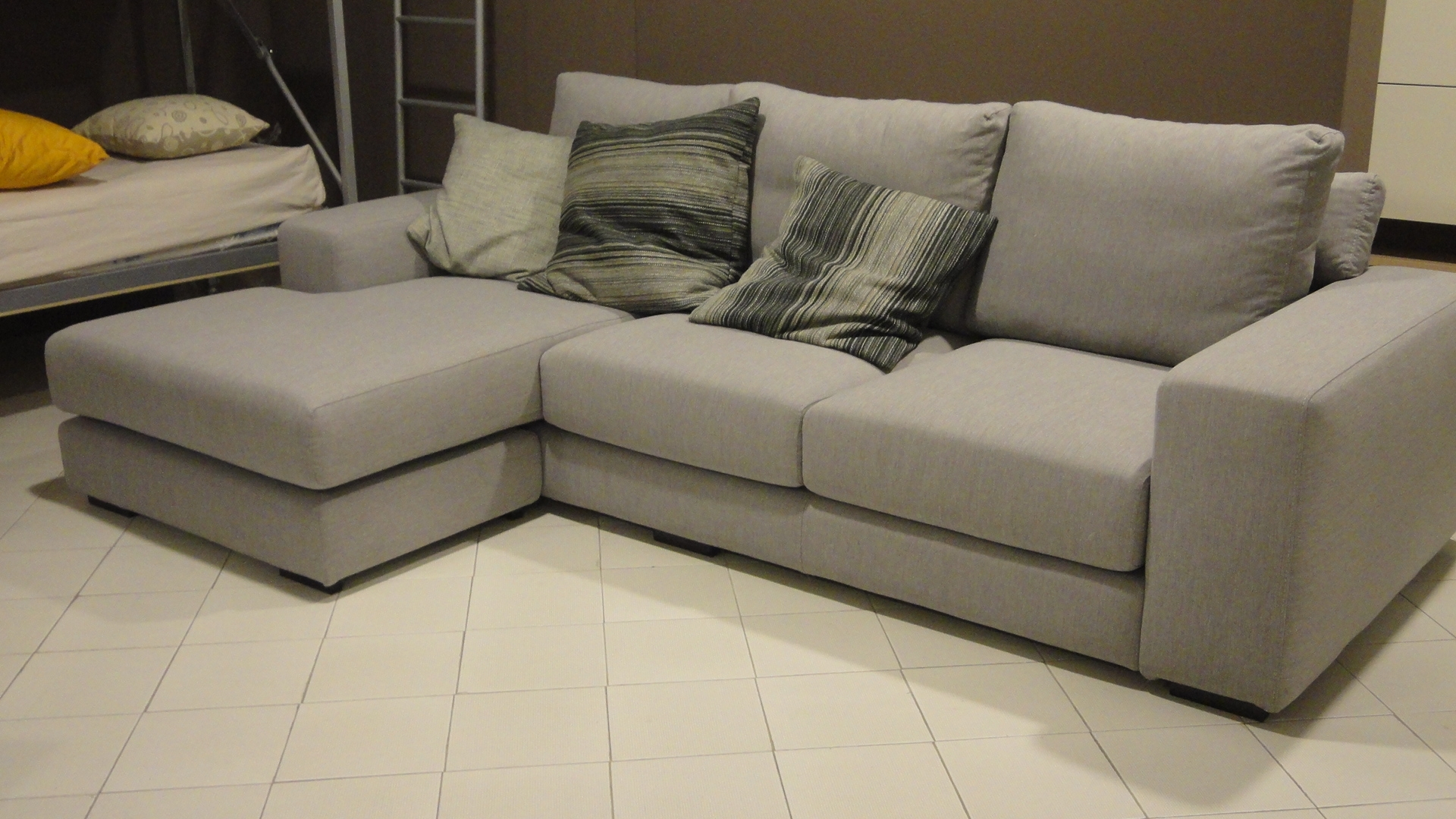 Divani con penisola gimas salotti divano verdi divani con for Divani da 2 metri