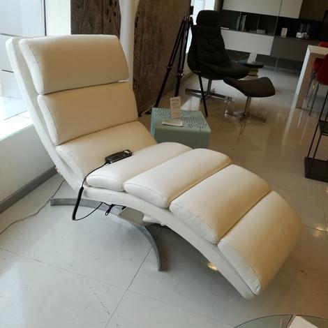 Il benessere crystal poltrone relax pelle con movimento for Migliore marca divani