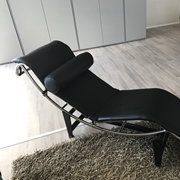 Chaise longue (ultima esposta) in pelle nera