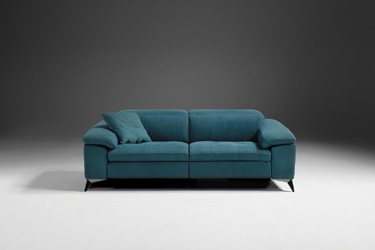 Martine divano a tre posti schienali reclinabili divani for Lunghezza divano tre posti
