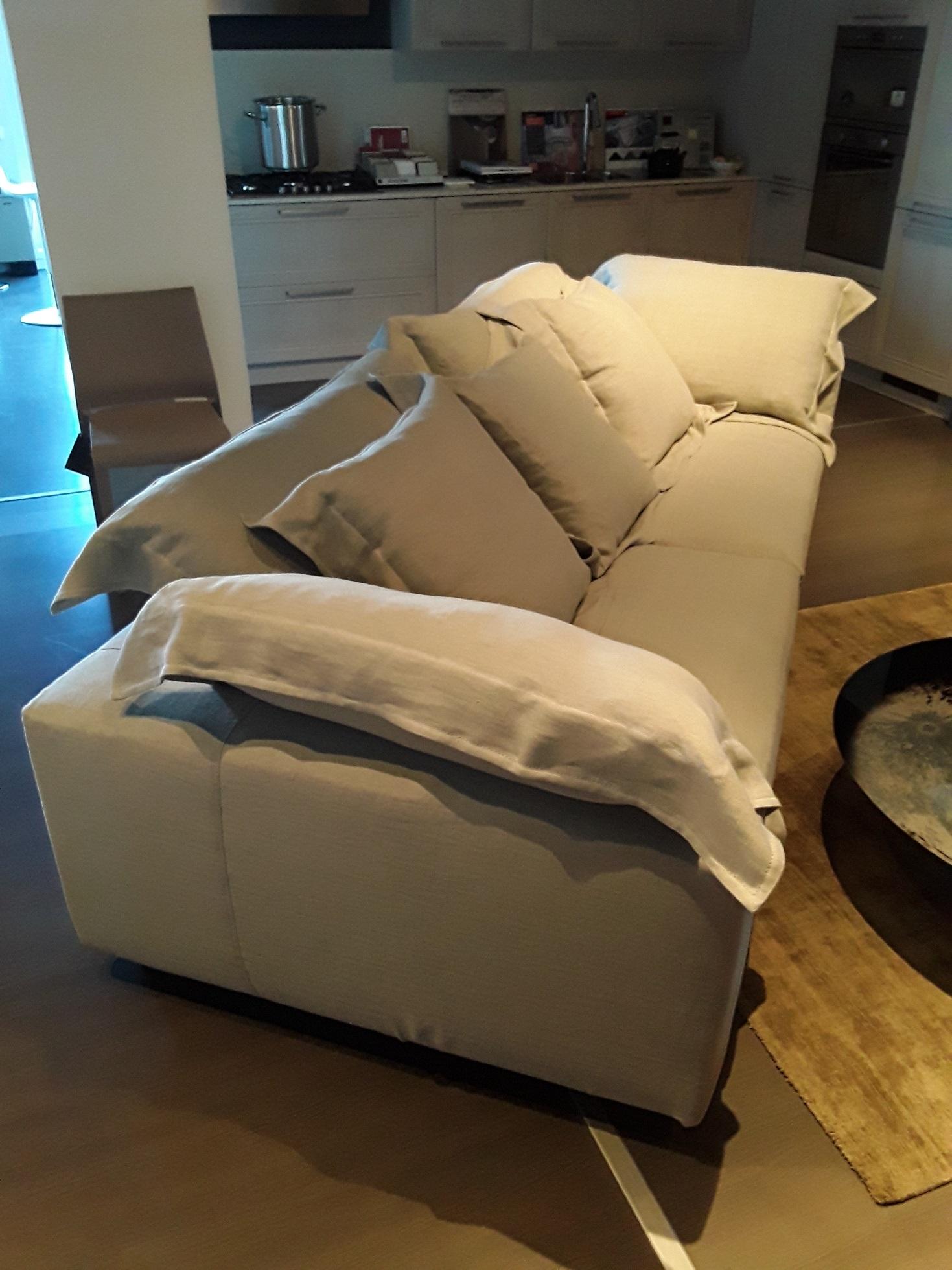 Moroso divano nebula nine sofa scontato del 33 divani for Sofa divano